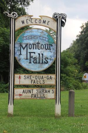 Montour Falls, نيويورك: Aunt Sarah's Falls - Roadside sign
