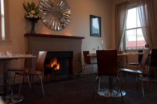 Hotel Elliot: Fire Place in the Strand Room