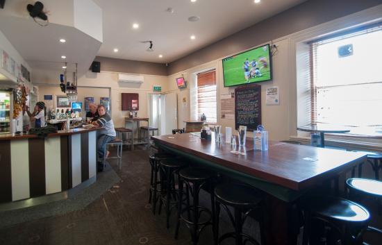 Hotel Elliot: Front Bar