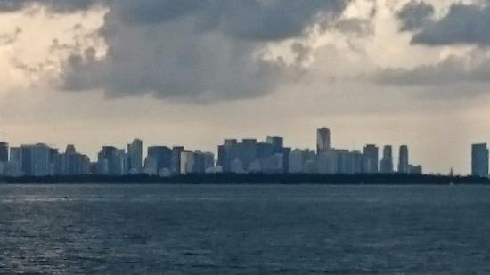 Key Biscayne, Φλόριντα: Miami skyline view from the dive boat after an afternoon dive