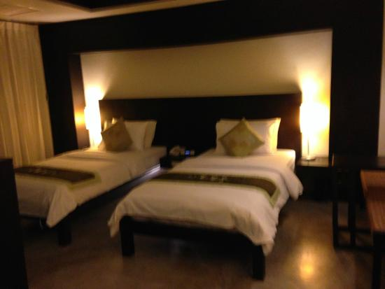 City Inn Vientiane: big size twin beds