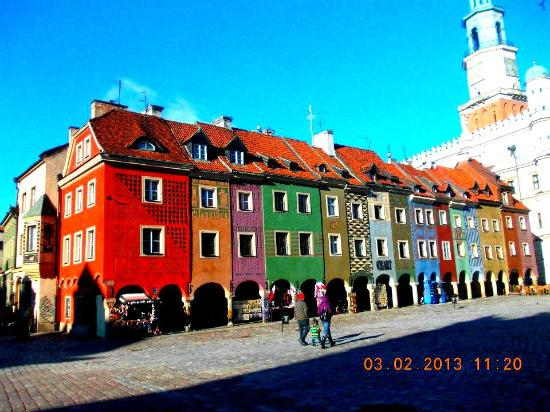 Hostel La Guitarra : Colorful row of houses at the Old Town