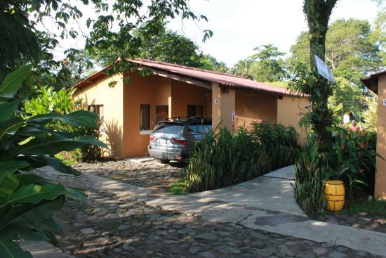 Bungalows fotograf a de hotel y bungalows el jardin for Bungalows el jardin retalhuleu guatemala