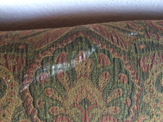Homewood Suites by Hilton Colorado Springs Airport: Dirty sofa