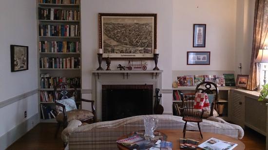 ホテルロビー Picture Of Copper Beech Manor Bed And Breakfast Lewisburg Tripadvisor
