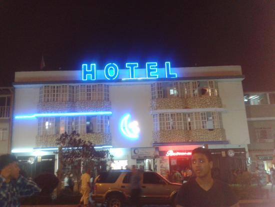 Luna Azul: Vista del hotel desde la Plaza Las Heroinas