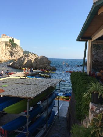 Rooms Kortizija: cove with sea kayaking right beside rooms