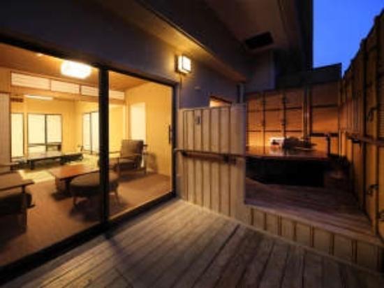 部屋 部屋 露天風呂 : 部屋と露天風呂 - Picture of Asaya ...