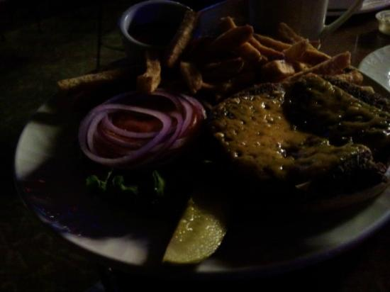 BX Creek Bar & Grill : Bland burger ( better you can't see it... )