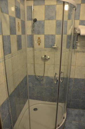 Balbin Hotel: Shower