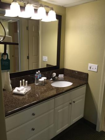 Homewood Suites by Hilton Vancouver-Portland: Superb! Well spent 30,000 honor points for a night at such immaculate, meticulously cleaned 'hom