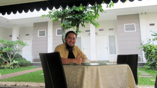 Sriwijaya Hotel: Garden and Breakfast