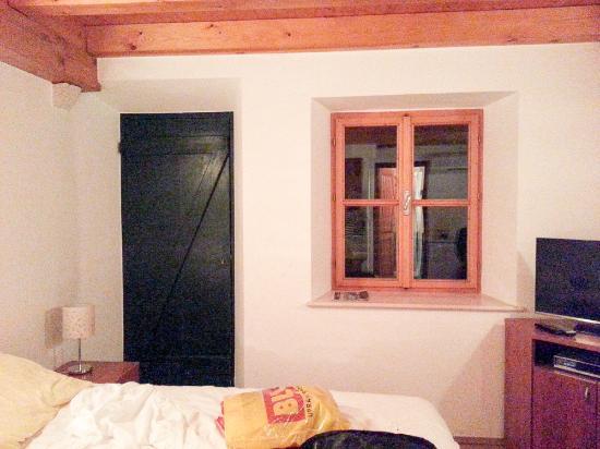 Pavisa Apartments: Room