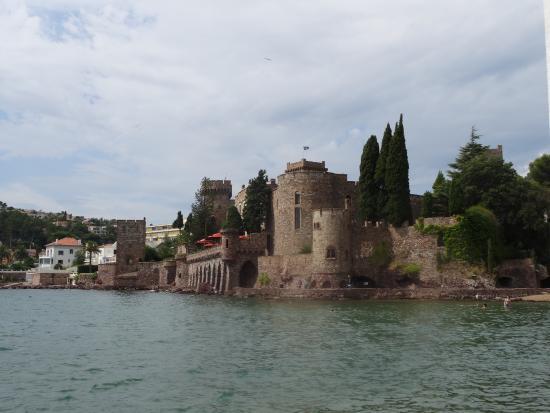 La Mandarine : Chateau de La Napoule (2 mins from restaurant)