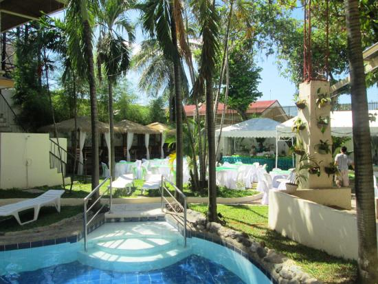 Vacation Hotel Cebu: The pool with the garden in the background.