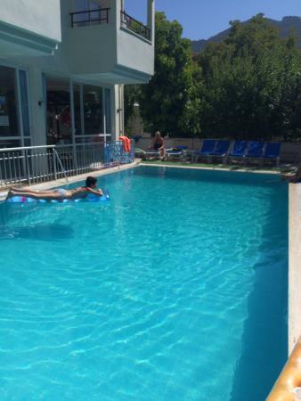 Prestij Apartments: Pool