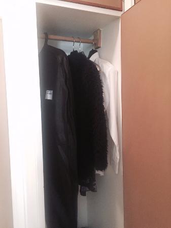 Hotel Goingehof: Small closet