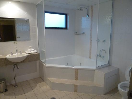 Quality Inn City Centre: Bathroom