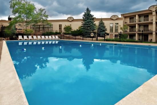 Holiday Inn Barrie Hotel & Conference Centre: Outdoor Pool
