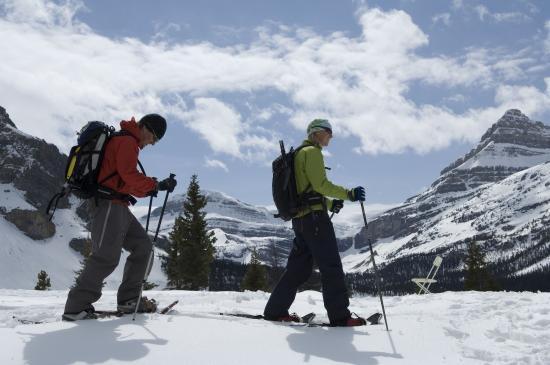 Delta Hotels Kananaskis Lodge: Kananaskis Outfitters Snowshoers