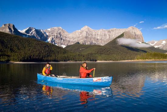 Delta Hotels Kananaskis Lodge: Kananaskis Outfitters Canoe
