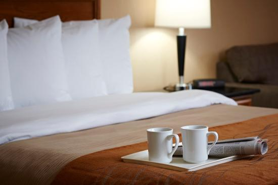 Comfort Inn Edmonton West : Enjoy Your Complimentary Newspaper and Coffee Dail