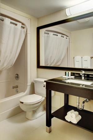 Comfort Inn Edmonton West: Stylish New Guest Bathroom
