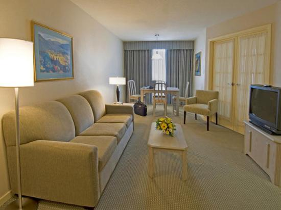 Quality Suites Toronto Airport: More Suite Pictures ...