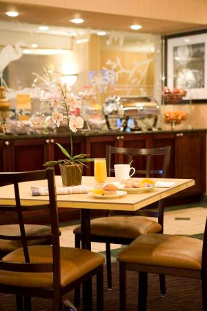 Hampton Inn Vero Beach: Breakfast for Two