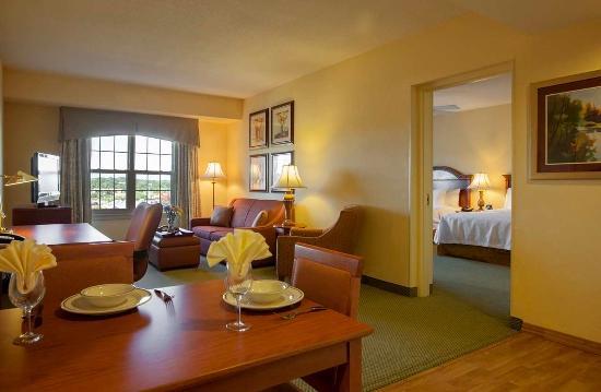 Audubon, Pensylwania: 2 Queens 1 Bedroom Suite