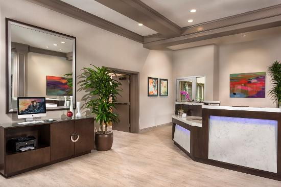 ALO Hotel: Lobby Front Desk