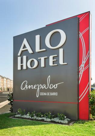 ALO Hotel: Exterior Sign