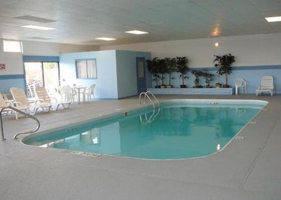 Baymont Inn & Suites Perrysburg: Pool