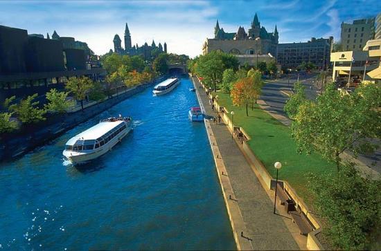 Comfort Inn Ottawa East: Ottawa Boat Tours On Rideau Canal