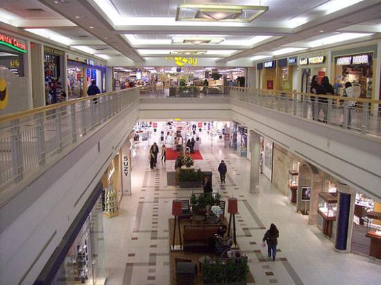 Travelodge Ottawa East: Shopping
