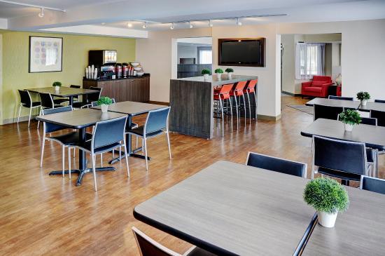 Comfort Inn Sherbrooke: x Enjoy Your Free Breakfast