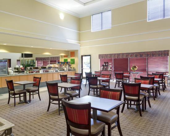 Breakfast picture of comfort suites la porte tripadvisor for Comfort suites la porte tx