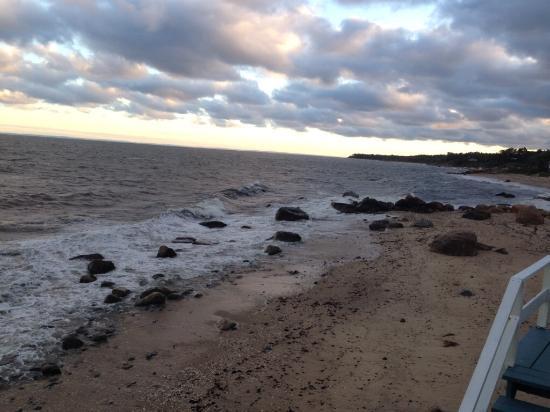 Sound View Inn: The beach