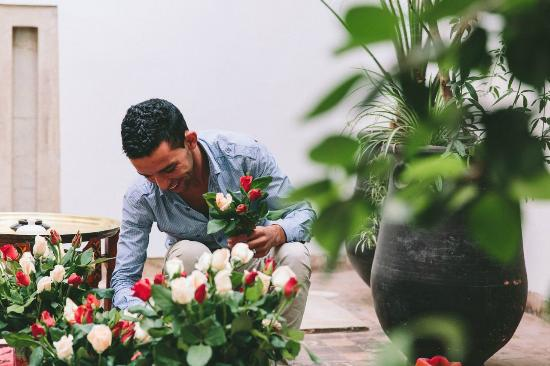 Riad Dar Zaman : Hassan amongst the roses :-)