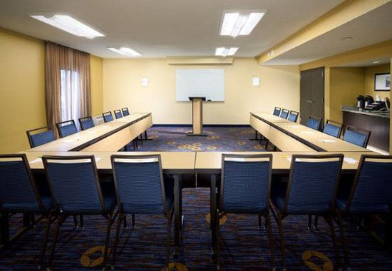 Courtyard by Marriott Fort Myers Cape Coral: Meeting Room – U-Shape Setup