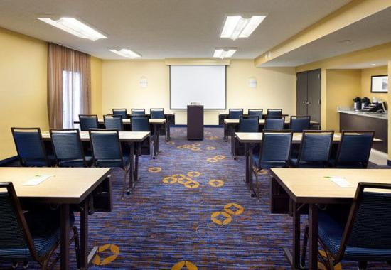 Courtyard by Marriott Fort Myers Cape Coral: Meeting Room – Classroom Setup