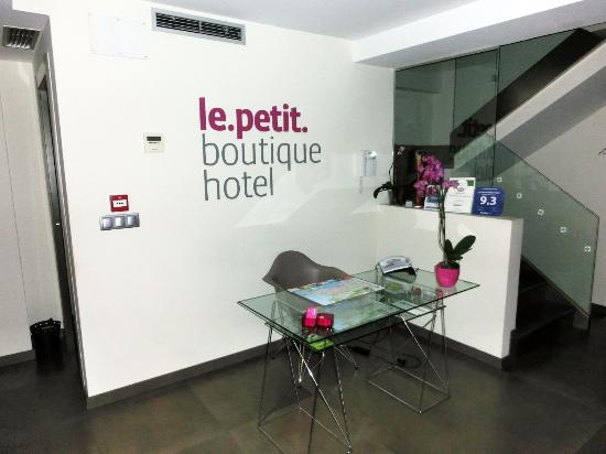 Recepci n picture of le petit boutique hotel santander for Le boutique hotel