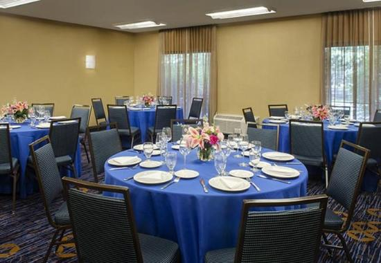 Courtyard by Marriott Andover: Meeting Space - Social Setup