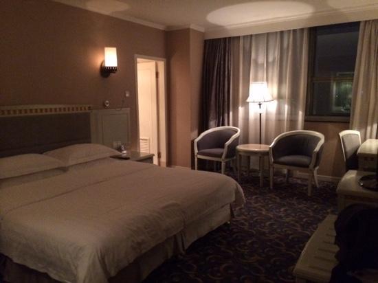 Green Land Hotel: room