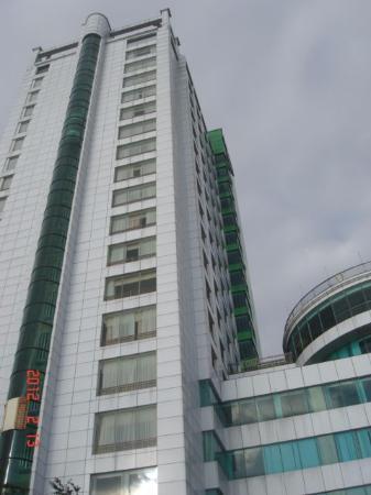 Green Plaza Hotel: 20階と高層ホテルです。