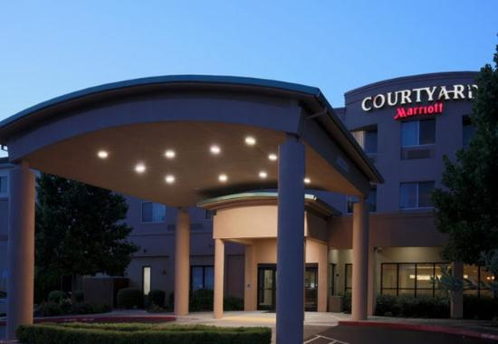 Courtyard by Marriott Chico: Exterior