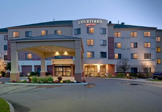 courtyard portland airport south portland maine hotel. Black Bedroom Furniture Sets. Home Design Ideas