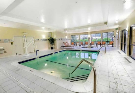 Courtyard by Marriott Salisbury: Indoor Pool