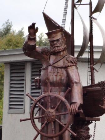 Скульптура Адмирал