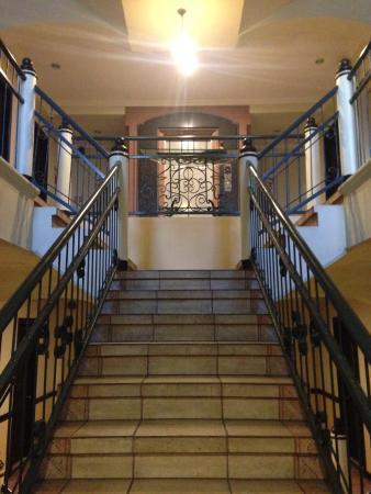 Lispher Inn: 3rd floor stairway